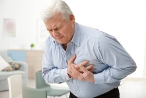 Why are alternative treatments recommended for heart blockage in India