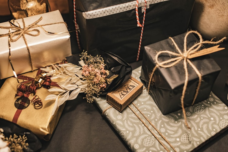 Tips To Find The Best Gifts For Your Brother and Sister-in-law