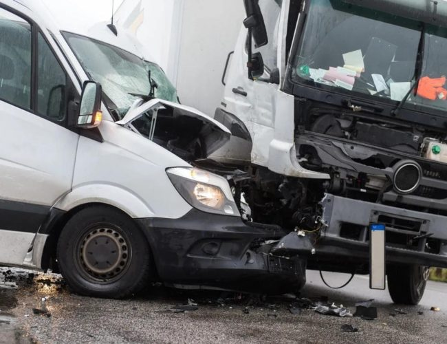 Benefits of hiring a Truck Accident insurance claims lawyer